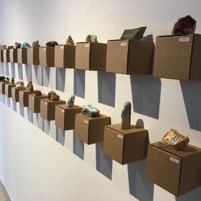 """Visita a l'exposició """"Espècies minerals"""" de David Rosell a l'Associació de Ceramistes"""