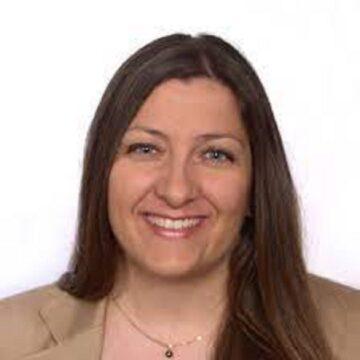 Esther Ayarza